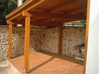 Trebam ponudu za izradu drvene nadstrešnice