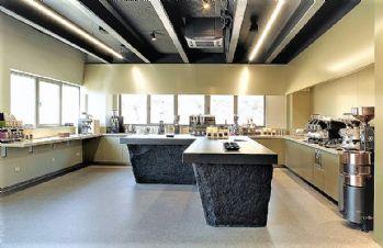 Granit ili mramor: što odabrati za kuhinjsku radne ploče, stepenice ili pult?