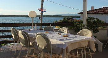 3 razloga za posjet restoranu Oleandar na Krku: Riblja juha, pogled na more i domaća tjestenina