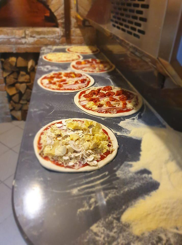 Pizza iz krušne peći, konoba Ulika, Selce