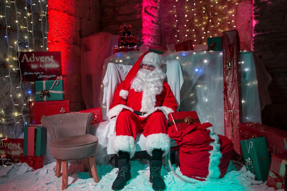 Djed Mraz danas ponovno stiže na Trsatsku gradinu, a sutra nastupa Klapa Luka