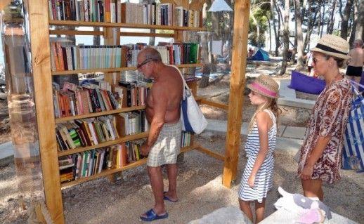 Plaža Koralj na Krku postala mjesto slobodne razmjene knjiga, mišljenja i ideja