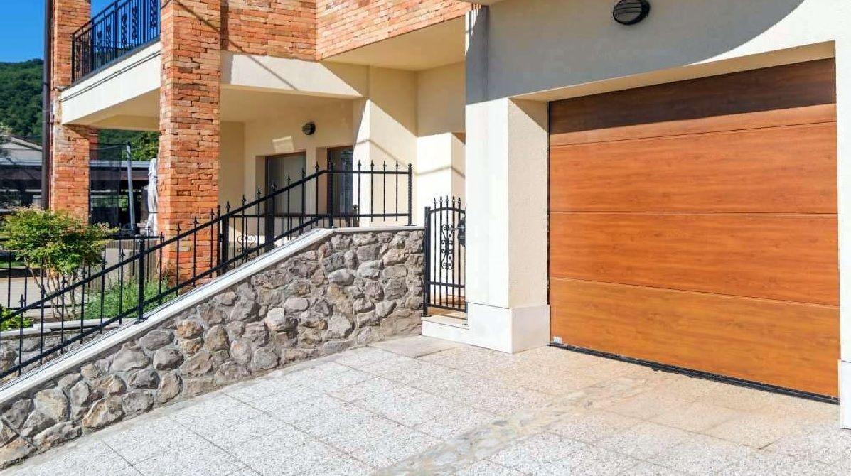 Automatska garažna vrata: Izoforma Paneli iz Rijeke nudi vam vrhunsku kvalitetu