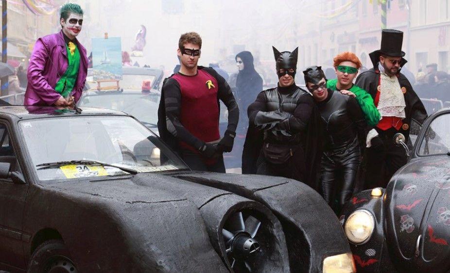 """Riječki karneval: """"Maškarani auto rally Pariz-Bakar"""""""