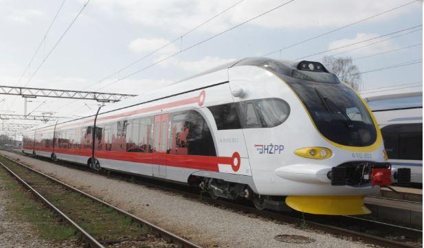 Od rujna uvođenje jedinstvene pretplatne karte za prijevoz vlakom i autobusom