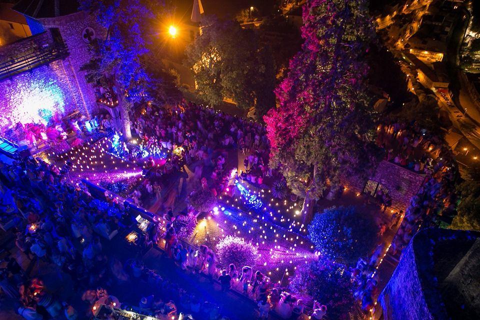 Otvaranje Ljeta na Gradini uz čak 5000 svijeća