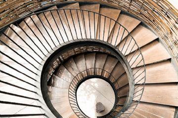 Trebam ponuda za unutarnje spiralne stepenice